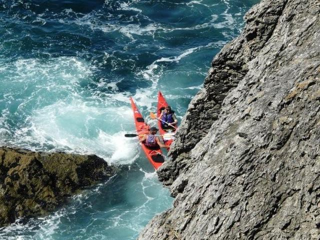 Intermediate sea kayaking courses