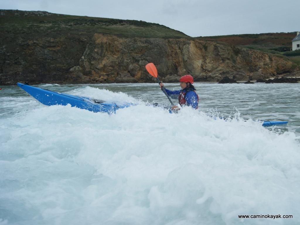 franchissement des vagues en kayak