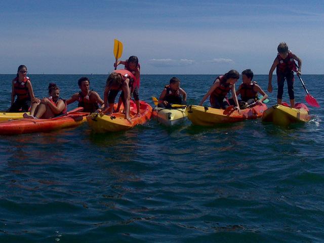 On se met debout dans les kayaks