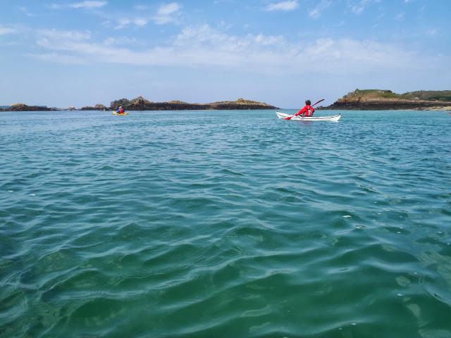 Navigation entre les îlots de l'archipel