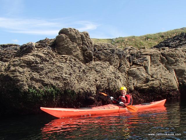 Au ras des cailloux en kayak de mer