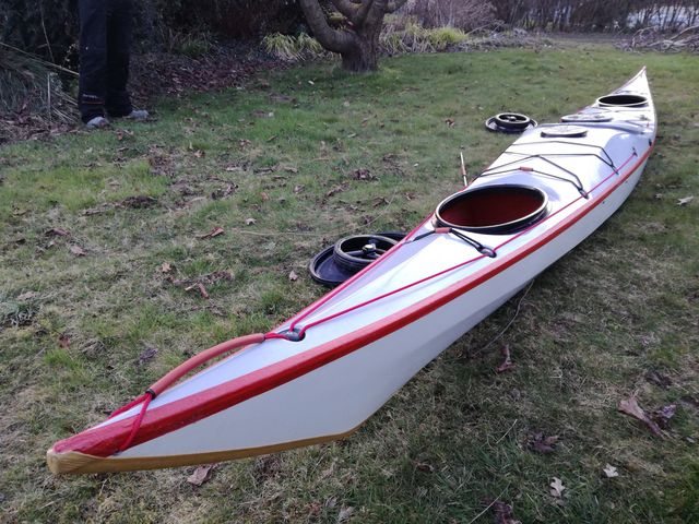 Stage auto-construction kayak